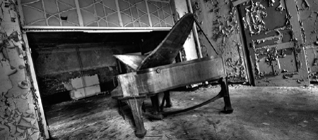 sonaba algun piano
